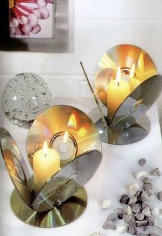 24 Brilliant Upcycled CD Crafts Ideas for Home Decoration : reusing cd crafts into candle holder diy lighting table decor upcycling idea The technology continues to evolve faster and faster by every minute. Upcycled Crafts, Old Cd Crafts, Recycled Cds, Upcycled Home Decor, Diy Home Crafts, Crafts For Kids, Craft Ideas For The Home, Cd Diy, Diy Décoration