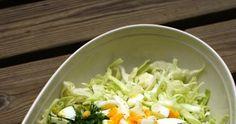 Hanna G:n varhaiskaalisalaatti on ollut meidän keittiön luottoresepti jo usean kesän ajan. Salaattia tehdään lähes viikoittain siitä a... Cabbage, Grains, Rice, Vegetables, Food, Essen, Cabbages, Vegetable Recipes, Meals