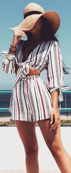 vacation outfit idea_striped suit and hat