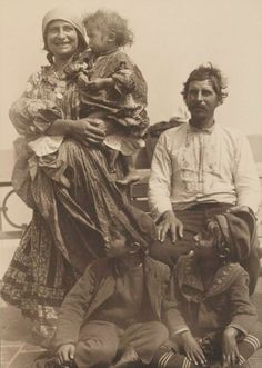 gypseatree:  The Gypsea Tree Archives---This looks like my great  Grandmother  , Annie Traskey Lightfoot LATE 1800'S . This family emigrated from Bohemia.