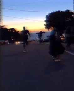 Night Aesthetic, Aesthetic Movies, Aesthetic Videos, Aesthetic Pictures, Aesthetic Anime, Aesthetic Grunge, Skateboard Videos, Skateboard Girl, Aesthetic Photography Grunge