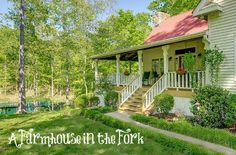 """Raise your hand if you could use a vacation. I could! And this country farmhouse–a vacation rental near Franklin, Tennessee–los like a ly place to take a breather. It sits on 41 secluded acres with a pond down the road from Historic Leipers Fork Village.A reader named Sarah owns it and says, """"Our five-year old …"""