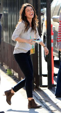 Shenae Grimes.  Love her AND this look