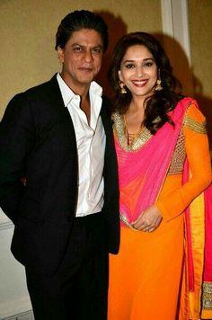 Madhuri Dixit and Shah Rukh Khan Sr K, Kamiz, King Of Hearts, Madhuri Dixit, Beautiful Hijab, Shahrukh Khan, Bollywood Fashion, Indian Beauty, Movie Stars