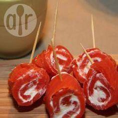 Roulés de saumon fumé à la crème fraîche @ allrecipes.fr