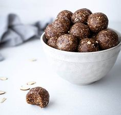Vitamix Date and Nut Energy Balls Recipe Date Energy Balls, Date Balls, Vegan Recipes Beginner, Recipes For Beginners, Datte Fruit, Smoothie Fruit, Vitamix Recipes, Raw Almonds, Appetizers