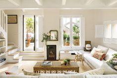 004 DSC6745. Salón en tonos claros con una pequeña chimenea y con salida y vistas a la terraza_004 DSC6745