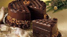 Бисквит готовится на кефире с какао и крепким кофе, получается отличный шоколадный торт. Очень вкусно!