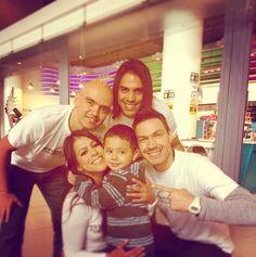 Regalando abrazos ❤️ #estamosenelcorazondeloscolombianos @ejercitonacionalcolombia #FuerzasArmadas @jasonlizarazo #Andres