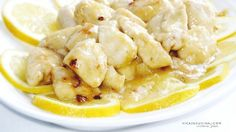 I bocconcini di pollo al limone rappresentano un secondo piatto facile e veloce da preparare, aggrumato e saporito, molto sfizioso!