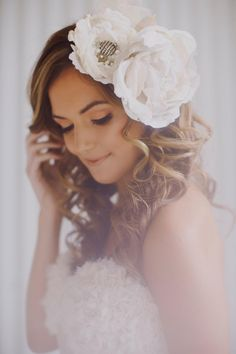 Floral hair pieces are one of the most elegant ways to complement your bridal gown on your wedding day. The little silk and pearl embroidered flowers make Flower Crown Hairstyle, Crown Hairstyles, Wedding Hairstyles, Bridal Hair And Makeup, Hair Makeup, Wedding Makeup, Barrettes, Wedding Hair Pieces, Floral Hair