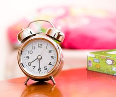The benefits and blessings of an early morning How To Wake Up Early, Early Morning, Pista, Clocks, Blessings, Sparkle, Manualidades, Clock