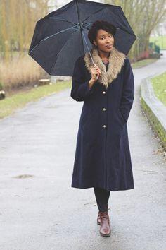sade - manteau sombre et fourrure claire