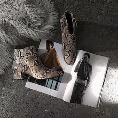 On tonight's schedule: know all about the latest #fashion #trends, including #SARENZA's EXCLUSIVE #NEW #COLLECTION!   SARENZA - Seven Tease #9  #MadeBySarenza #FromParis #Paris #shoes #boots #AnkleBoots #NewCollection #NewIn #SS16 #SS26Collection #SpringSummer #regram @nicolettareggio #blog #blogger #FashionBlogger #Italy