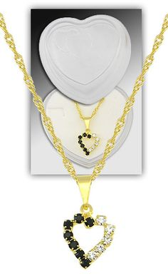 Gargantilha folheada a ouro e pingente em forma de coração c/ pedras de strass (acompanha caixinha em acrílico)