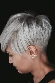 Ich liebe dieses lange Pomsyu I love this long pomsyu – Related posts: Love this long pomsyu hazel – eat ♥ braid ♥ love: haircuts for long hair 25 updos wedding hairstyles for long hair, we love a roma 34 Latest Long Pixie Cuts You'll Love for Summer 2019 Longer Pixie Haircut, Short Pixie Haircuts, Short Grey Hair, Short Hair Cuts For Women, Tousled Hair, Corte Y Color, Great Hair, Hair Today, Hair Dos