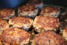 Fleischkühle - sváb fasírt Wok, Salmon Burgers, Chicken, Meat, Cooking, Breakfast, Ethnic Recipes, Drink Recipes, Pranks