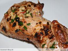 Schweinefilet mit Chili-Knoblauch: Grillen ist im Sommer äußerst angesagt, macht Spaß und ein leckeres Schweinefilet im Ganzen gegrillt und zuvor noch toll mit einer Mischung aus Pfeffer, Chilischote, Knoblauch und Olivenöl mariniert, bringt die nötige Abwechslung auf den Grill. Die Marinade ist einfach herzustellen, je nach Schärfegrad kann etwas mehr oder auch weniger Chili in die …