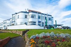 Welcome to the Park Hotel, Tynemouth. Fantastic views of the coast, short distance from Newcastle_Upon_Tyne makes an ideal stay. Seaside Art, Seaside Hotels, Function Room, Art Deco Buildings, Wedding Function, Park Hotel, British History, Newcastle, Brighton