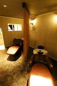 Beauty salon interior design ideas |  + shampoo + lights + space + decor + Japan + designs | Follow us on https://www.facebook.com/TracksGroup <<<【Apaiser  シャンプーエリア】 美容室 内装