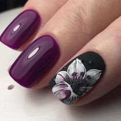 Love these purple nails #flowers