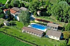 Il Mulino is an agriturismo between Spoleto and Todi, in the midst of vineyards and olive groves.