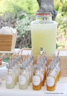 Dispensador de cristal con limonada