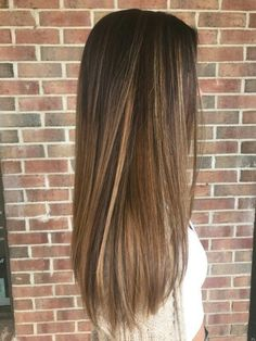 Caramel balayage nails & in 2019 волосы Balayage Straight Hair, Brown Straight Hair, Balayage Hair Caramel, Brown Hair Balayage, Short Brown Hair, Boliage Hair, Front Hair Styles, Hair Front, Dark Hair With Highlights
