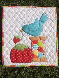 Cute idea for a mini placement/ mug rug! / / /Spoolie Pin Cushion Mini Quilt -Stitches of Love