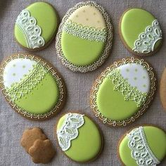 Ideas For Holiday Cookies Recipes Christmas Eggs Super Cookies, Iced Cookies, Easter Cookies, Holiday Cookie Recipes, Holiday Cakes, Cake Decorating Frosting, Cookie Decorating, Wedding Cakes With Cupcakes, Cupcake Cakes