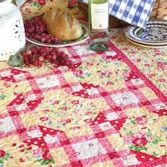 Picnic Grove: FREE Sweet Floral Queen Bed Quilt Pattern