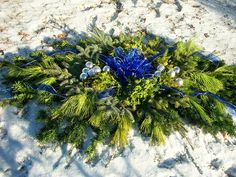 Detailed instructions to make a winter blanket to protect your loved love's grave site. Making them yourself is more affordable and made with love! Grave Flowers, Cemetery Flowers, Funeral Flowers, Outdoor Christmas Decorations, Christmas Crafts, Xmas, Christmas Cooking, Christmas Stuff, Christmas Ideas