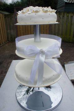 Off White  Bruidstaart eenvoud siert
