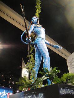 Comic-Con 2010 - giant Neytiri statue fr