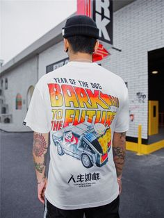 Streetwear is a style of casual clothing which became global in the hip hop, punk and Japanese street fashion. Eventually haute couture became an influence. Best Streetwear Brands, Top Streetwear, Streetwear Fashion, Shirt Print Design, Shirt Designs, Men Street, Street Wear, Stylish Jeans, Nascar