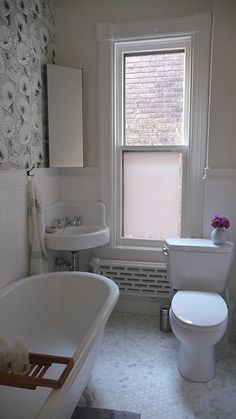 Love this small bathroom...