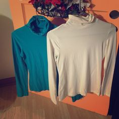 🆕Listing- Bundle of 2 Turtlenecks, Small & XSmall 🆕Listing- Bundle of 2 Turtlenecks. Teal/Turquoise is a Small. White is an XSmall. Excellent condition. Pet free & Smoke free home! I ship immediately & always include gifts! Love to bundle, and always open to reasonable offers! 💙💙 Merona & No Boundaries Sweaters Cowl & Turtlenecks