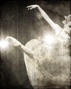 Joffrey ballerina at the Genesee Theatre