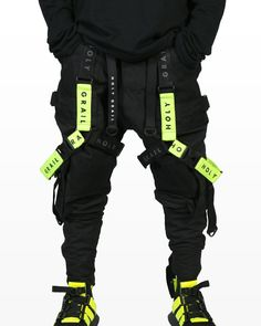 how to techwear Mode Cyberpunk, Cyberpunk Clothes, Cyberpunk Fashion, Fashion Pants, Sneakers Fashion, Mens Fashion, Steampunk Fashion, Gothic Fashion, Fashion Teens
