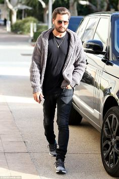 Scott Disick claims Rob Kardashian has a booty to rival his sisters #dailymail