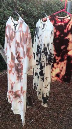 Diy Tie Dye Shirts, Bleach Shirts, Bleach Clothes, Tie Die Shirts, Diy Shirt, Diy Tie Dye Designs, Diy Tie Dye Techniques, Ty Dye, Tie Dye Party