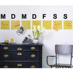 Kaum hat das neue Jahr begonnen füllt sich der Kalender mit Terminen. Damit die auch richtig koordiniert werden, braucht man einen Terminkalender. Doch statt einen zu kaufen, basteln wir ihn lieber selbst.