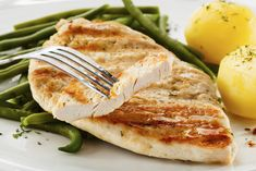 10 Ways to Change Unhealthy Eating Habits Protein Rich Foods, High Protein Recipes, Healthy Recipes, Health And Fitness Magazine, Duck Recipes, Portuguese Recipes, Calorie Diet, No Carb Diets, Sauce