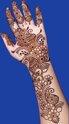 Mehndi henna designs are always searchable by Pakistani women and girls. Women, girls and also kids apply henna on their hands, feet and also on neck to look more gorgeous and traditional. Henna Hand Designs, Mehndi Designs Finger, Latest Arabic Mehndi Designs, Simple Arabic Mehndi Designs, Latest Bridal Mehndi Designs, Mehndi Designs For Beginners, Mehndi Designs For Girls, Mehndi Design Photos, Beautiful Henna Designs