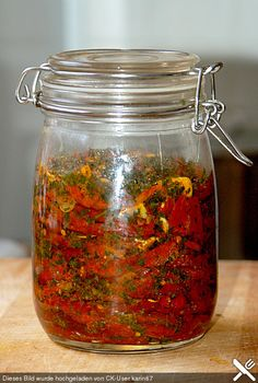 Getrocknete Tomaten, pikant eingelegt Dried tomatoes, pickled (recipe with picture) Chutneys, Vegan Sauces, Vegan Recipes, Tomato Pickle Recipe, Sweet Pumpkin Recipes, Mozarella, Sauce Barbecue, Homemade Butter, Dried Tomatoes