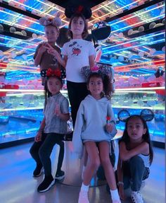 North, Penelope & Saint with their friends Ryan, Remi, Kaui & Hayden at Disneyland yesterday 🏰 North West Kardashian, Kardashian Family, Kardashian Style, Kardashian Jenner, Kourtney Kardashian, Jenner Kids, Kim And North, Kylie Jenner Pictures, Kim And Kanye