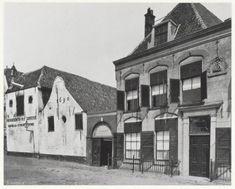 """Spaarne, Houtmarkt. Gebouwen van de vm. bierbrouwerij """"Het Scheepje"""" aan de Kortendijk te Haarlem. Jaren 20"""