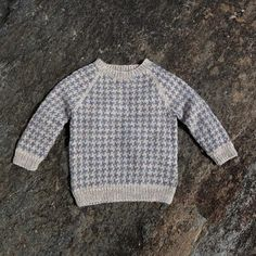 Lasse sweater by Susie Haumann from the book Warm Knit for Cool Kids Knitting For Kids, Crochet For Kids, Knit Crochet, Knit Baby Sweaters, Boys Sweaters, Sewing Baby Clothes, Baby Barn, Sweater Knitting Patterns, Baby Cardigan