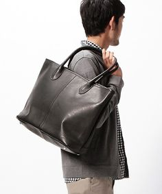 【ZOZOTOWN|送料無料】BEAMS(ビームス)のトートバッグ「BEAMS / LEATHER TOTE②」(11-62-0380-925)を購入できます。