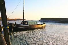 Nieuw in mijn Werk aan de Muur shop: Een vissersschip in de haven